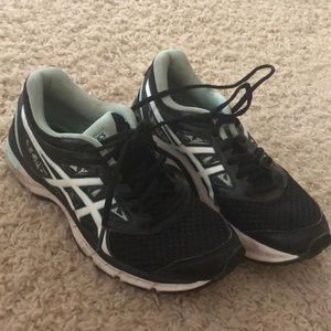 Athletic running shoes